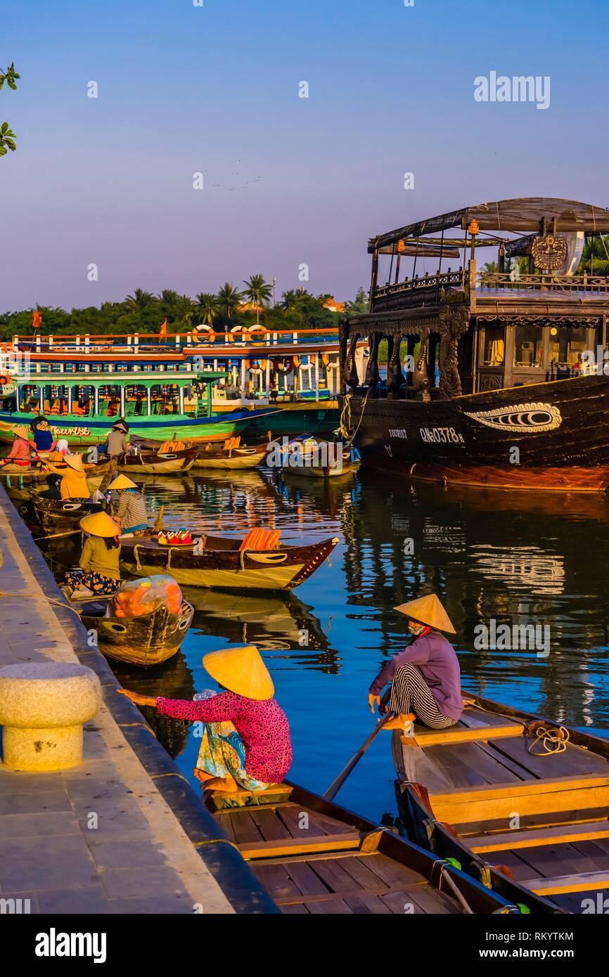 Bord de l'eau, la rivière Thu Bon, Hoi An, Vietnam. Photo Stock