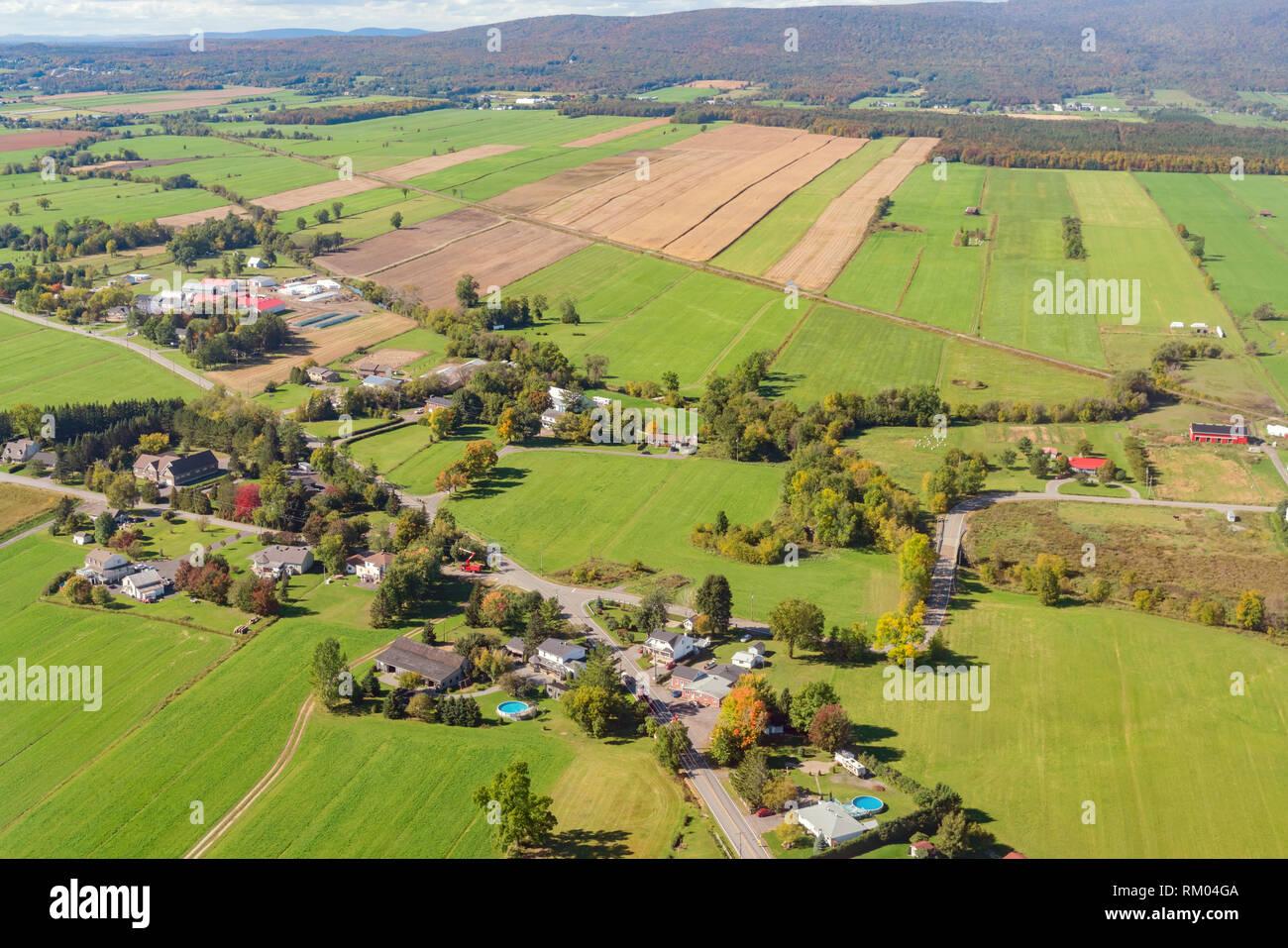 Vue Aerienne D Une Partie Du Paysage Rural Pres De L Aeroport De Quebec Au Canada Photo Stock Alamy