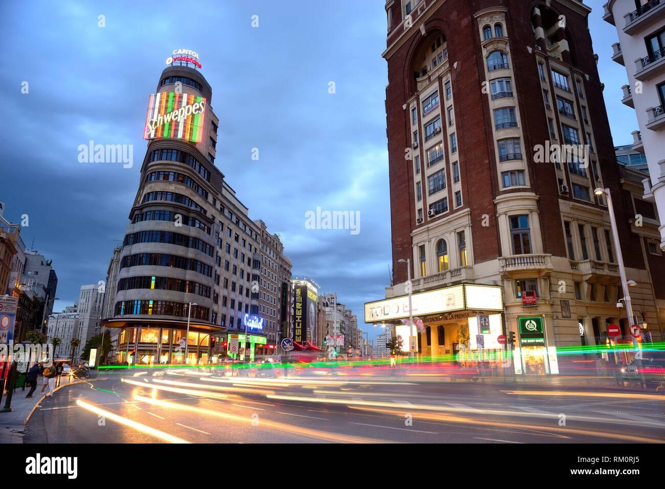 Bâtiments dans la rue Gran Via, Madrid, Espagne. Photo Stock