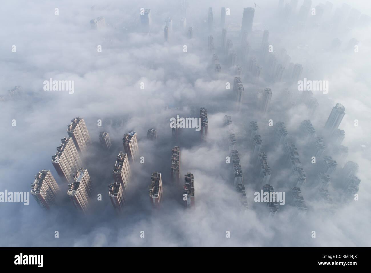 Nanton, Nanton, Chine. Feb 13, 2019. Nantong, CHINE-smog lourde enveloppe Nantong. Crédit: SIPA Asie/ZUMA/Alamy Fil Live News Photo Stock