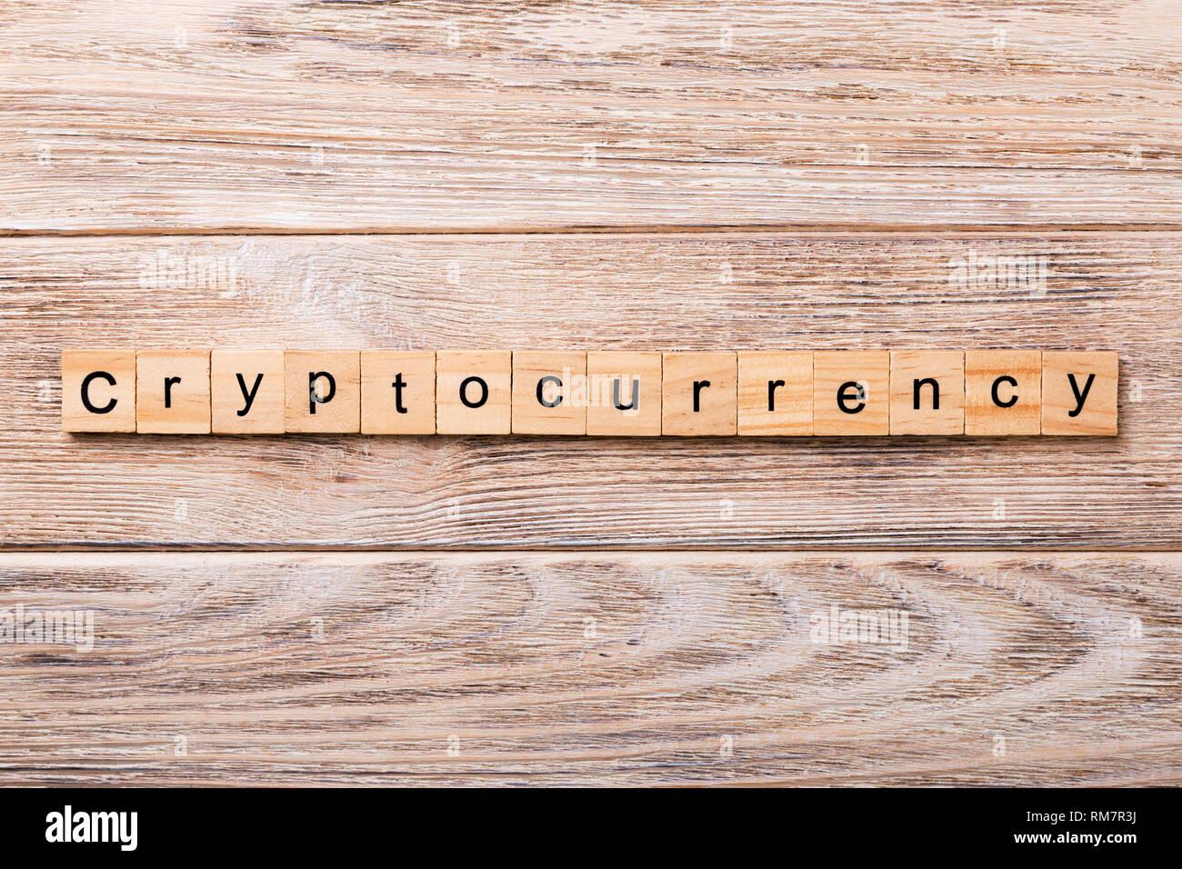 Cryptocurrency Mot écrit Sur Une Cale En Bois Texte Cryptocurrency