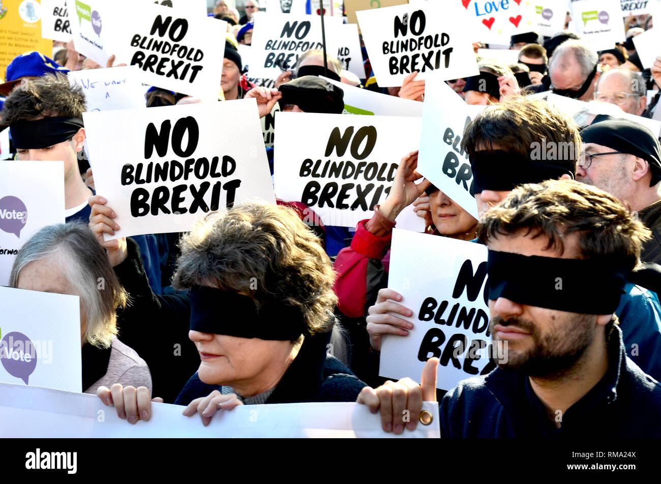 Londres, le 14 mai 2019. Des centaines de personnes à des manifestations anti-Brext, accompagné d'un nombre plus ou pro-Brexit Quitter signifie laisser les manifestants. Pas de bandeau Brexit manifestation à la place du Parlement Photo Stock