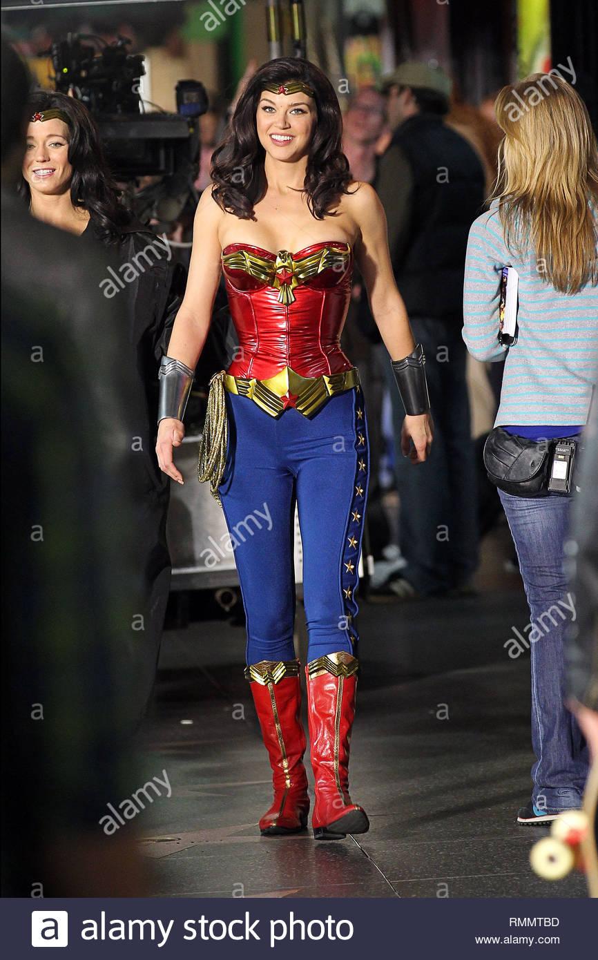 Hollywood, CA , Actrice Adrianne Palicki suits comme la nouvelle \u0027Wonder  Woman\u0027 de nouveau comme elle filme