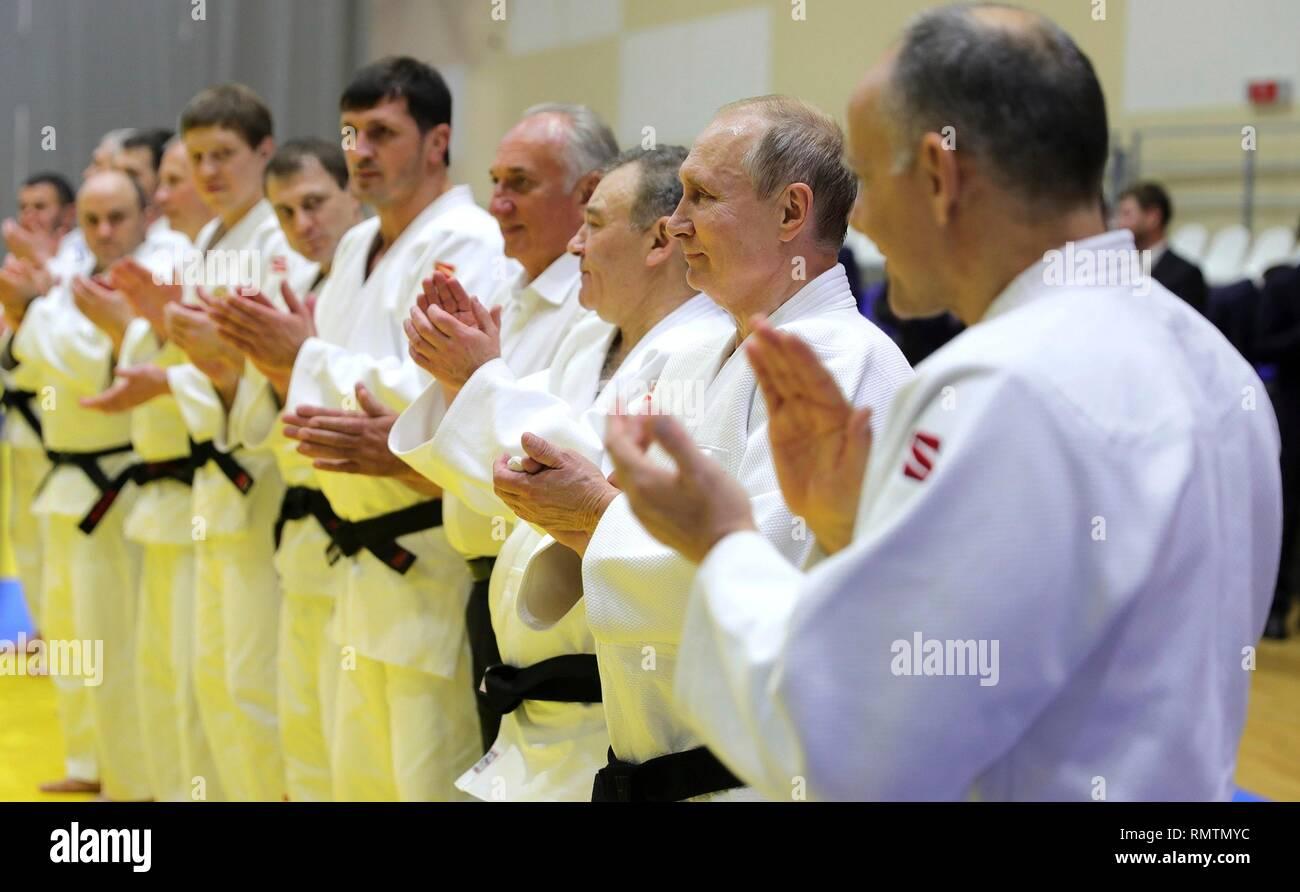Le président russe Vladimir Poutine au cours de la pratique de judo avec l'équipe de judo russe au cours d'une visite au Centre de formation Yug-Sport le 14 février 2019 à Sotchi, Russie. Photo Stock