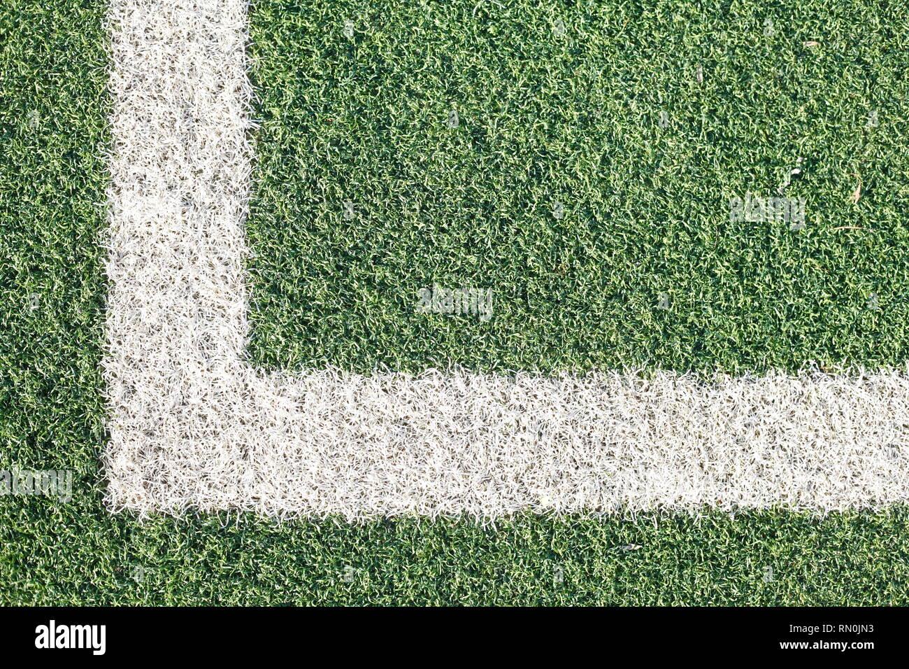 Corner, touche, marque à la craie sur la pelouse sur un terrain de football Photo Stock