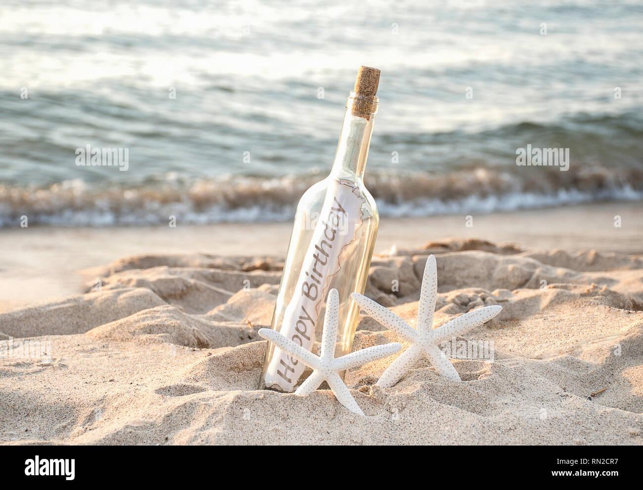 Paire De Starfish Blanc Avec Joyeux Anniversaire Message Dans Une