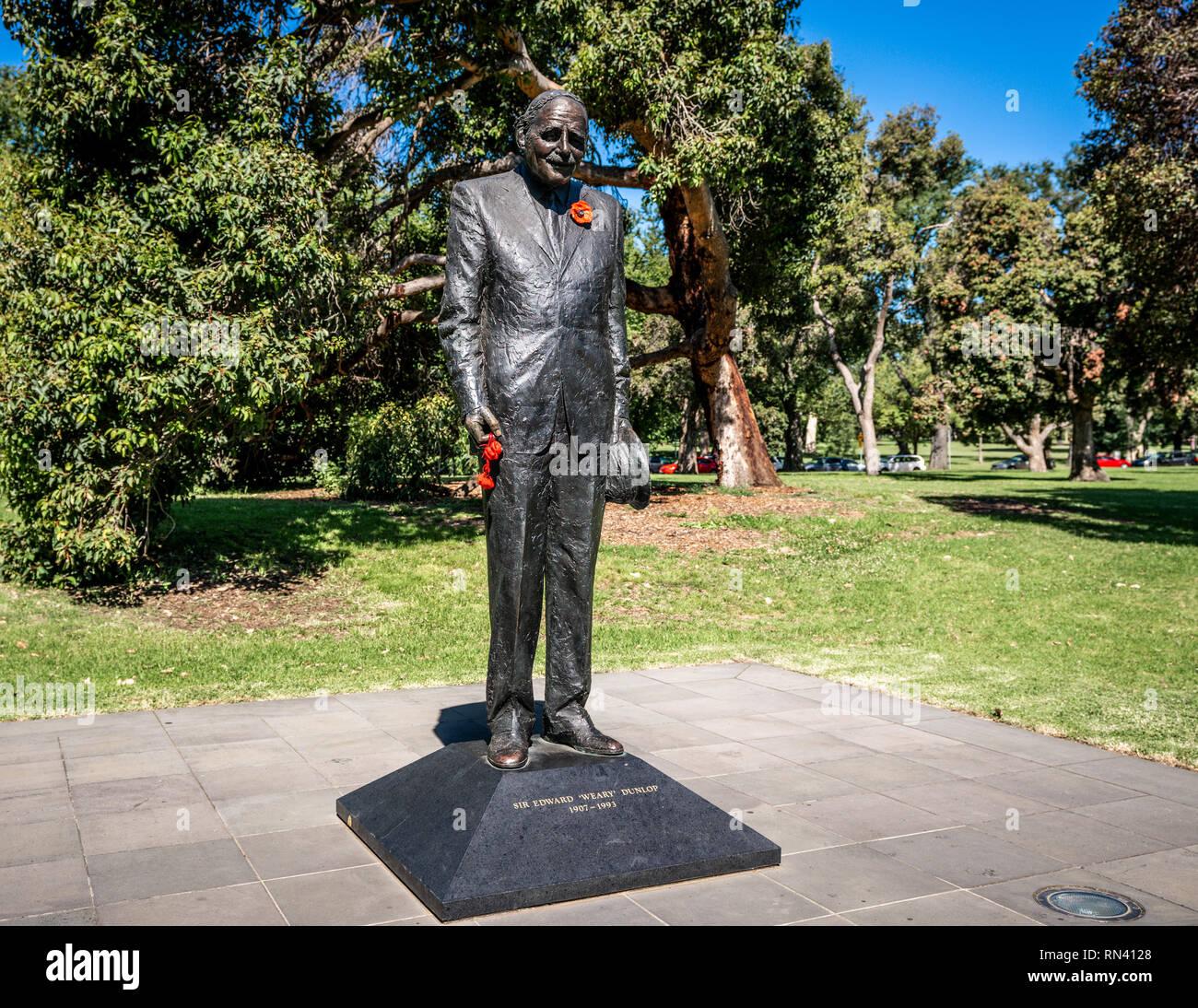 Statue de Sir Edward Dunlop fatigués dans le domaine Kings Park à Melbourne Australie Victoria Photo Stock