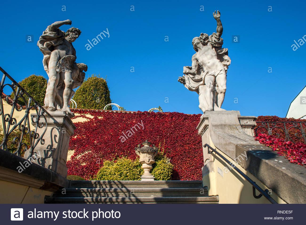chaussures de sport 05468 ca299 Jupiter et mercure Statues Statues sur escalier de jardin ...