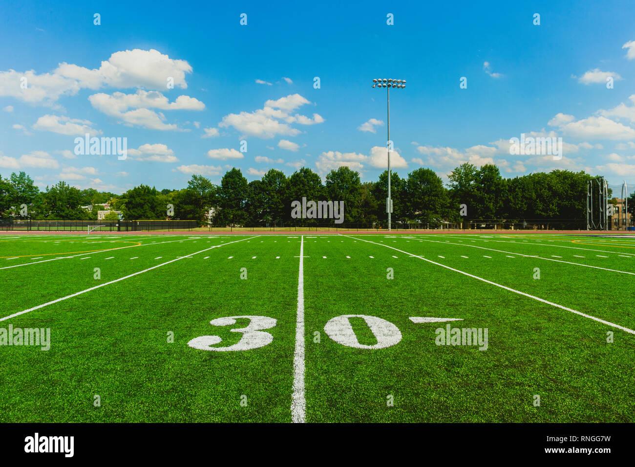 Ballon de soccer sur le terrain du stade de Photo Stock