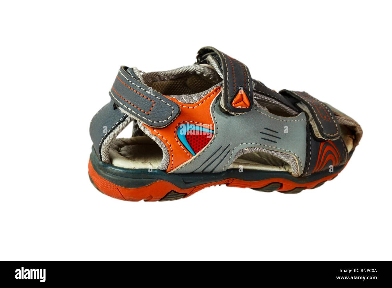 6ff65887031a6 L un des chaussures sandales bébé isolé sur fond blanc Photo Stock