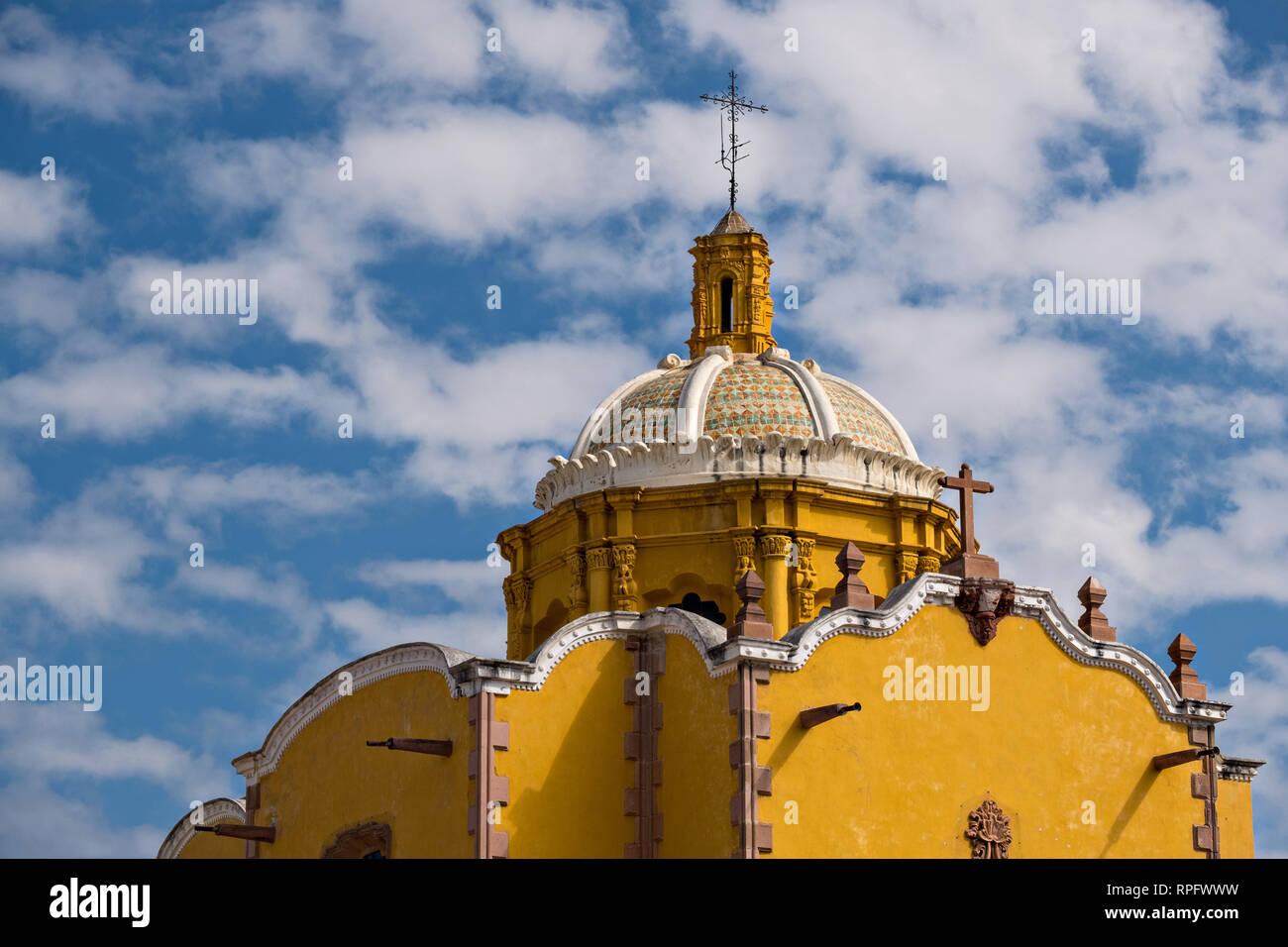 Le dôme de l'Aranzazu Chapelle et couvent San Francisco, sur la place de Aranzazu dans la capitale de l'État de San Luis Potosi, au Mexique. La chapelle et le couvent a été construit entre 1749 et 1760 et dispose d'informations et Churrigueresque dômes. Banque D'Images