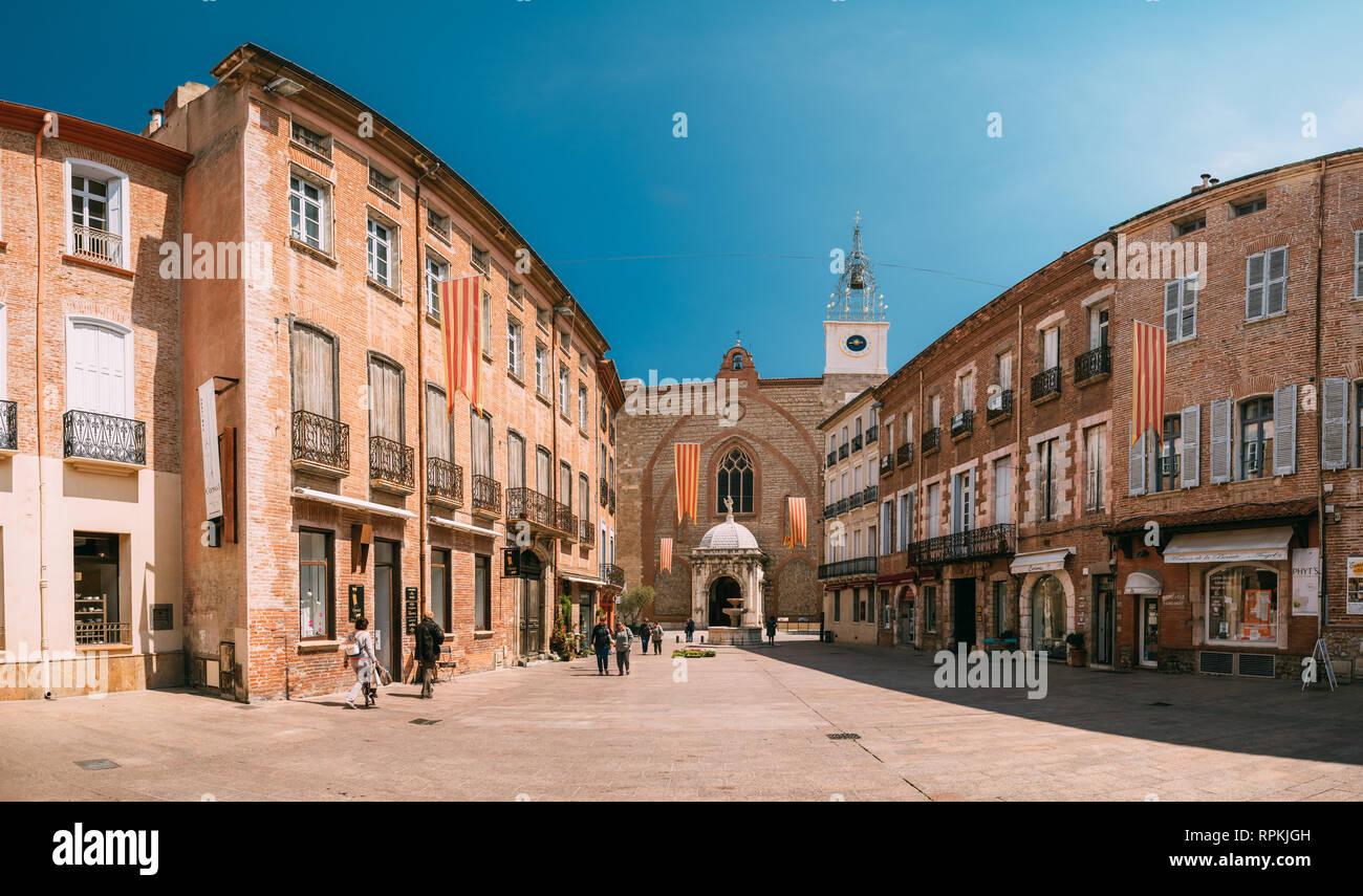 Perpignan, France - 16 mai 2018: Leon Place Gambetta et Cathédrale Basilique de Saint Jean Baptiste de Perpignan en journée ensoleillée. Photo Stock