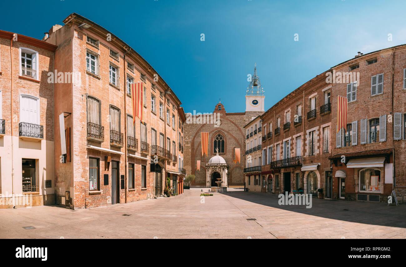 Perpignan, France. Leon Place Gambetta et Cathédrale Basilique de Saint Jean Baptiste de Perpignan dans journée ensoleillée Photo Stock