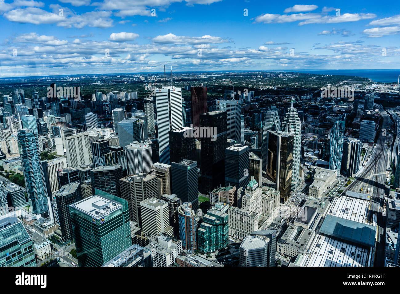 Une superbe vue sur le centre-ville de Toronto et le lac Ontario à partir du haut de la tour du CN à Toronto, Canada Banque D'Images