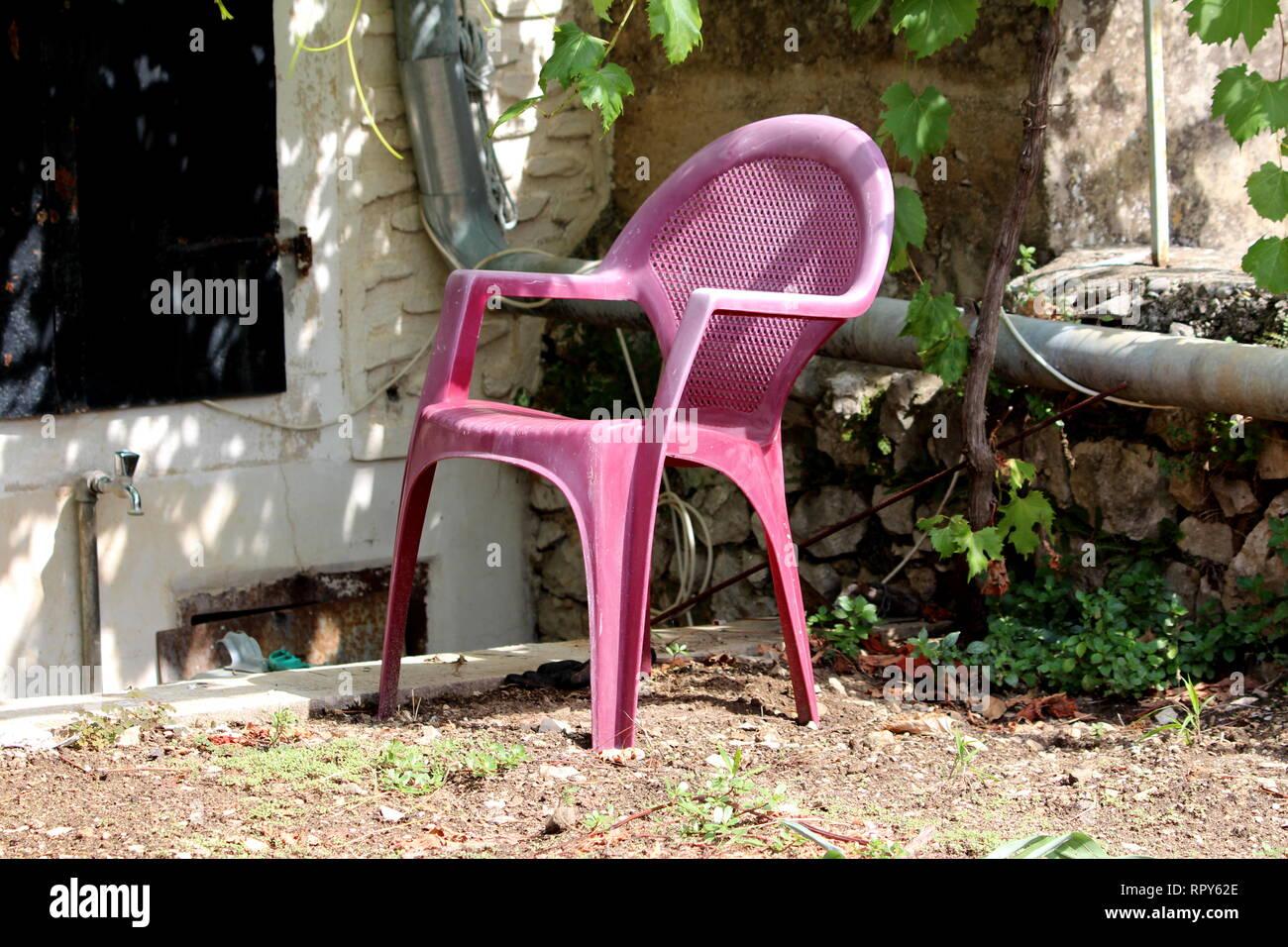 chaise entouré Jardin plastique foncé avec de en rose 1clKJTF