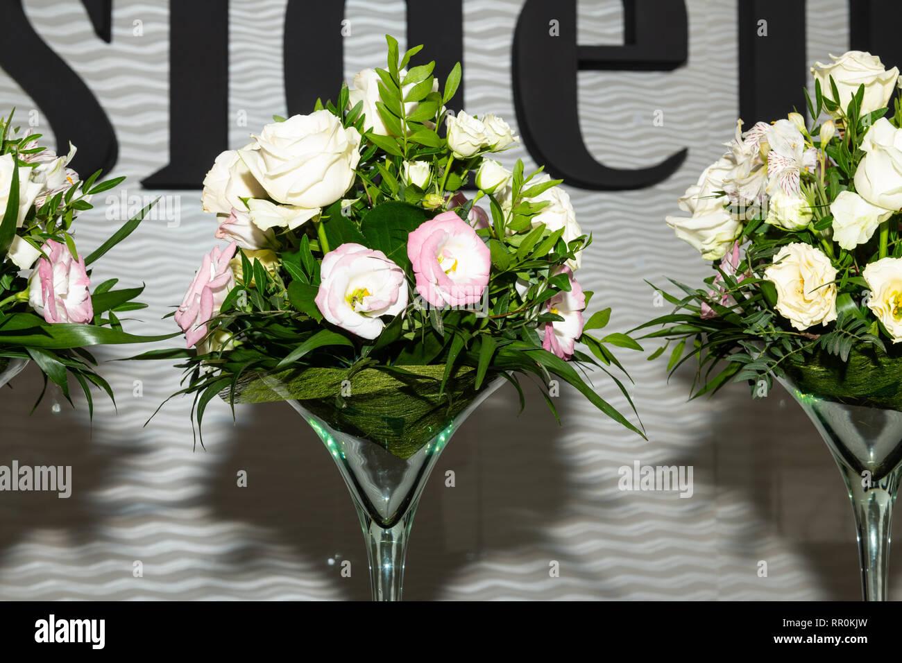 Centre De Table Floral Au Luxe, Réception De Mariage élégant Arrangement De  Table Dans La Salle Des Banquets.