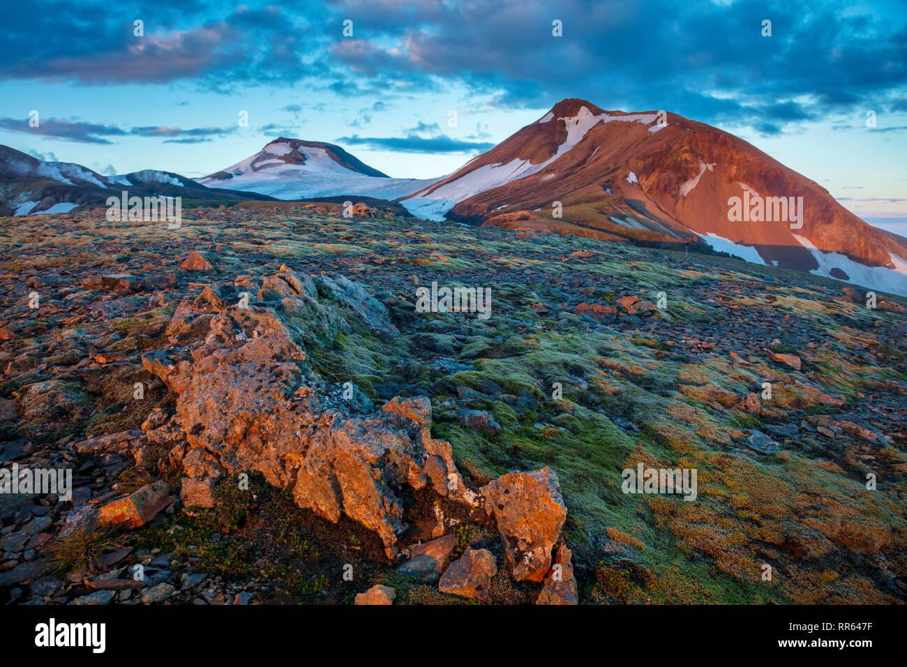 Paysages de montagne volcanique le long du sentier Laugavegur, entre l'Hrafntinnukser et Alftavatn. Hauts Plateaux du centre, Sudhurland, Islande. Photo Stock