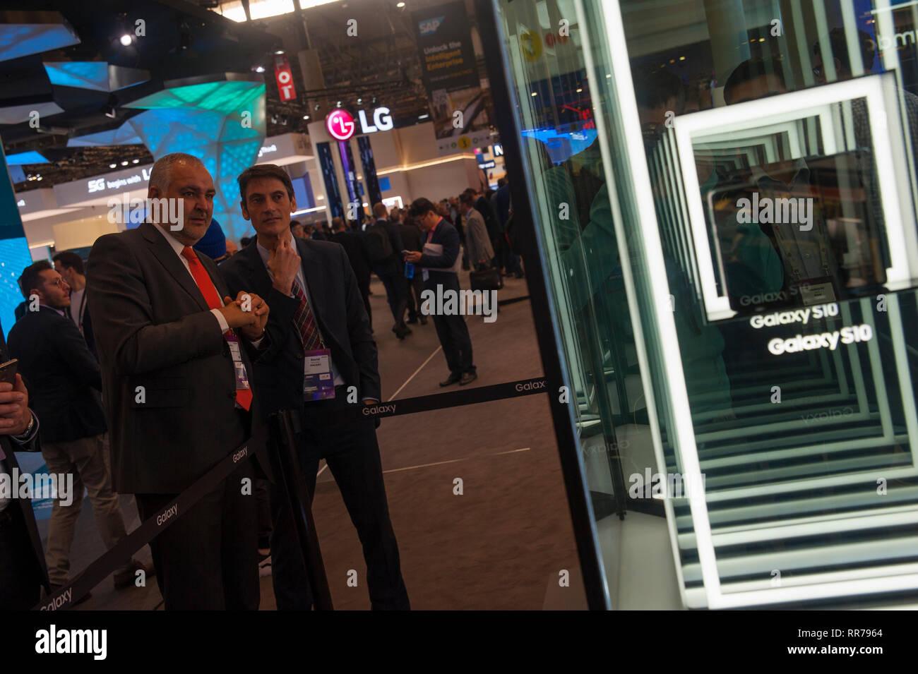 Barcelone, Espagne, le Lundi, Février 25, 2019. Le Mobile World Congress démarre avec le devrait dépasser 107 000 participants de plus de 200 pays, c'était le chiffre atteint dans sa dernière édition. La téléphonie mobile se déroulera autour de la connectivité intelligente et l'adresse hyperconnectivity, 5G, l'internet des objets, l'intelligence artificielle (IA) et big data. Crédit: Charlie Perez/Alamy Live News Banque D'Images