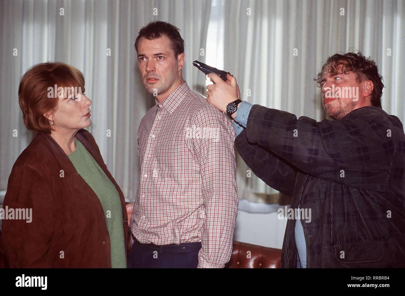 Idiot gelaufen für Bella Block (HANNELORE HOGER): die sich Ganz unerwartet Entführungsopfer Friedemann Mommsen (SEBASTIAN KOCH, m.) und der Hauptverdächtige Gregor Hoppe (ARMIN ROHDE et). Regie: Erwin Keusch aka. Geldgier / Überschrift: BELLA BLOCK / BRD 1996 Banque D'Images
