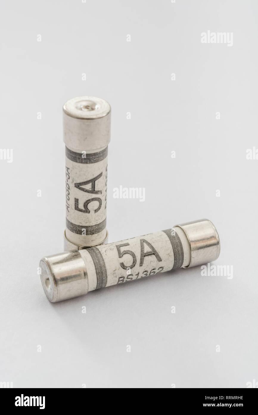 30 x 5A 5 amp domestique ménage fusibles secteur plug cartouche céramique tube fuse