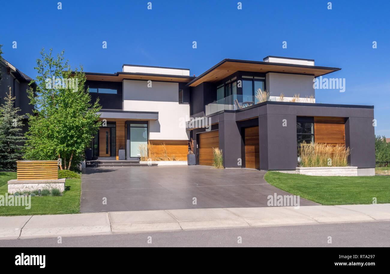 Maison de luxe à journée ensoleillée à Calgary, Canada. Prises de l ...