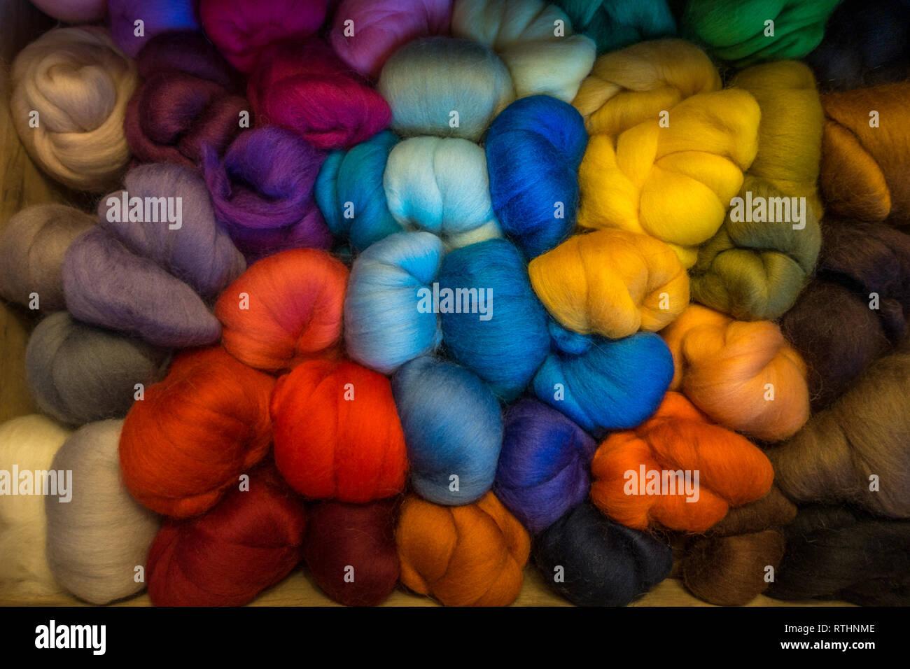 Craft tiroir plein de couleurs vives merino laine pour feutrage aiguille Photo Stock