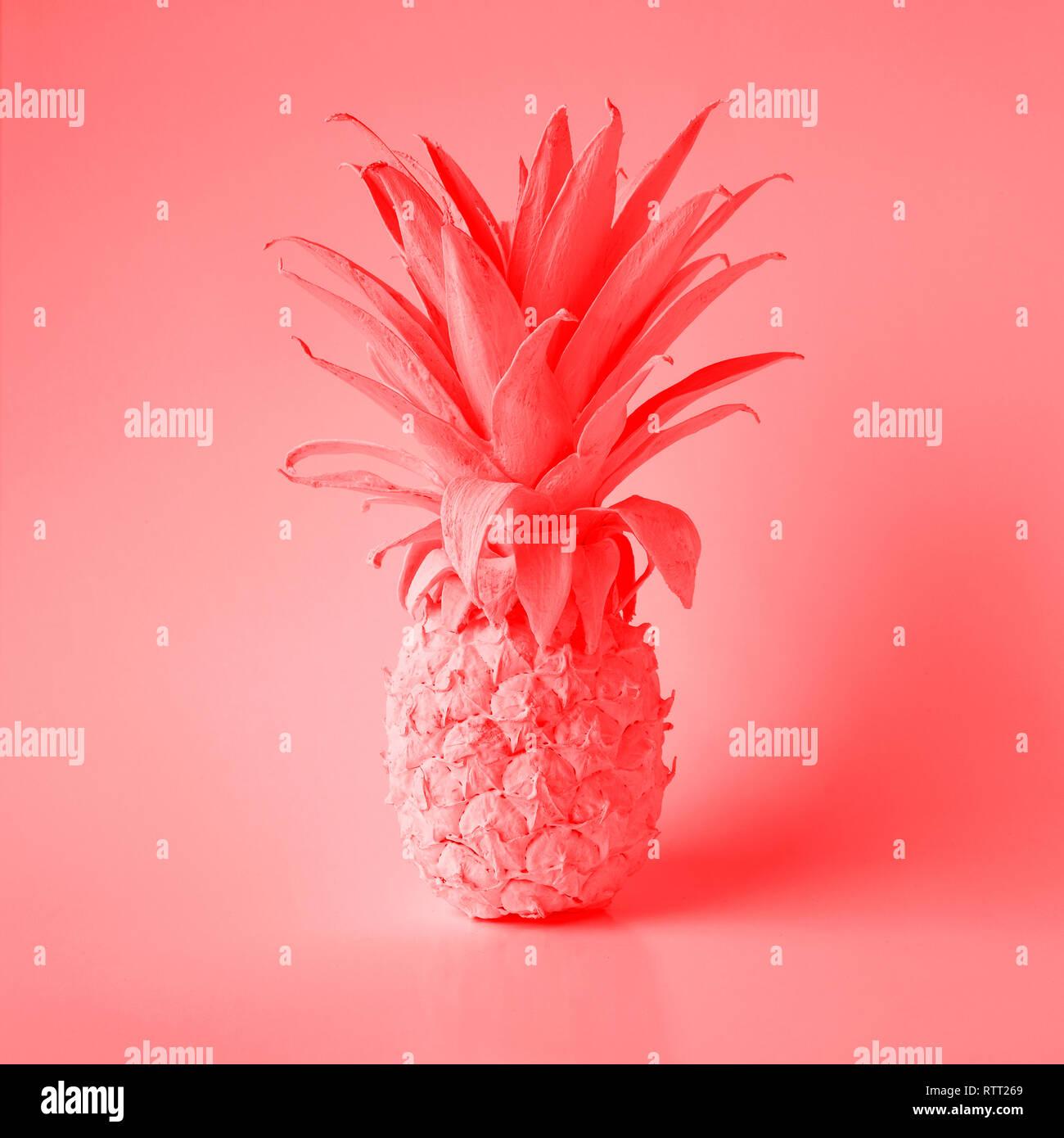 Couleur corail vivant de l'année 2019 avec l'été et de l'ananas.Maison de vacances idées concepts Photo Stock