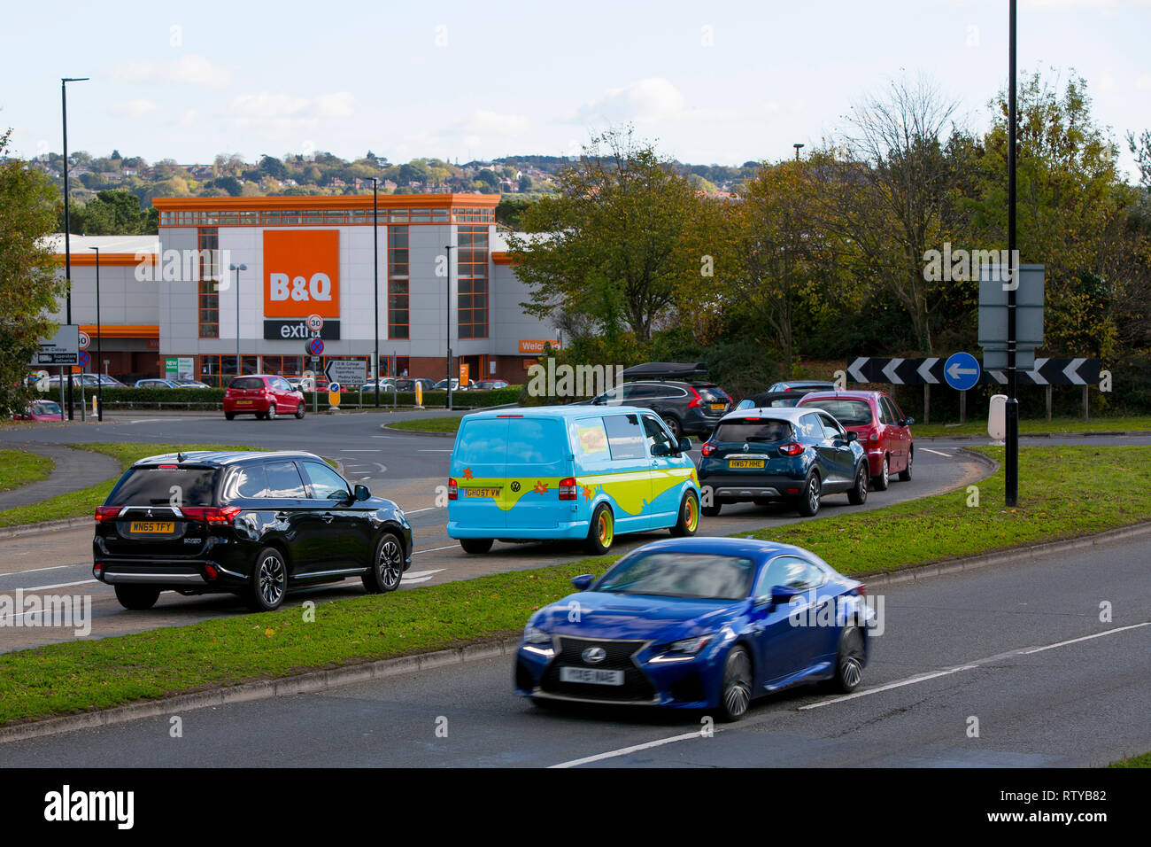 B&Q, St Mary's Roundabout, Duel chaussée, Newport, Isle of Wight, Angleterre, Royaume-Uni, Photo Stock