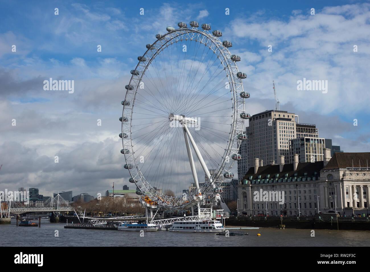 Londres, Angleterre - 28 Février 2019: London Eye ou roue du millénaire sur la rive sud de la Tamise à Londres, Angleterre, RU Photo Stock