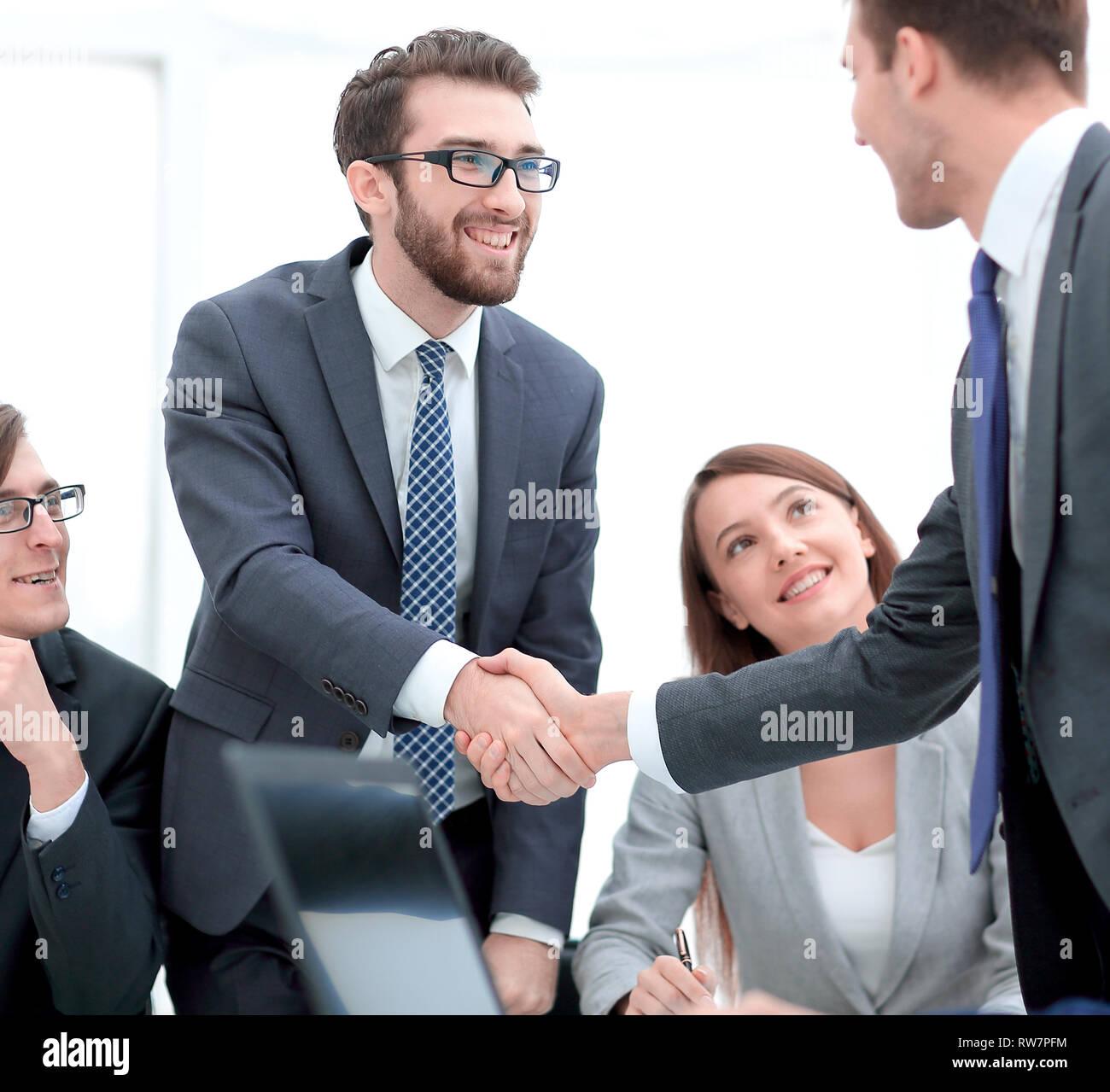 Se félicitant de l'homme business partner Photo Stock