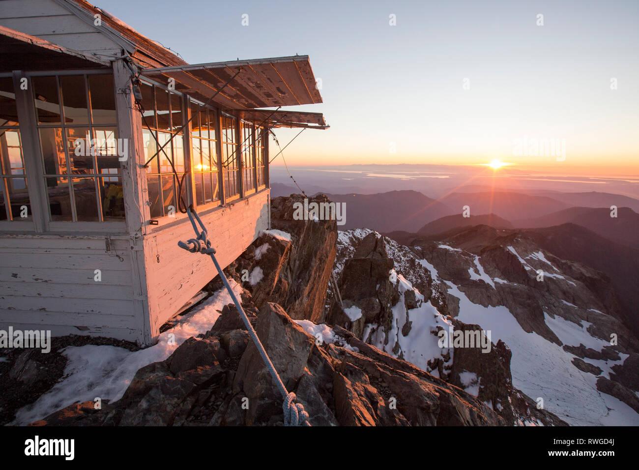 Le restauré d'observation, construite en 1932, sur trois doigts Mountain, près de Seattle, Washington, USA. Photo Stock