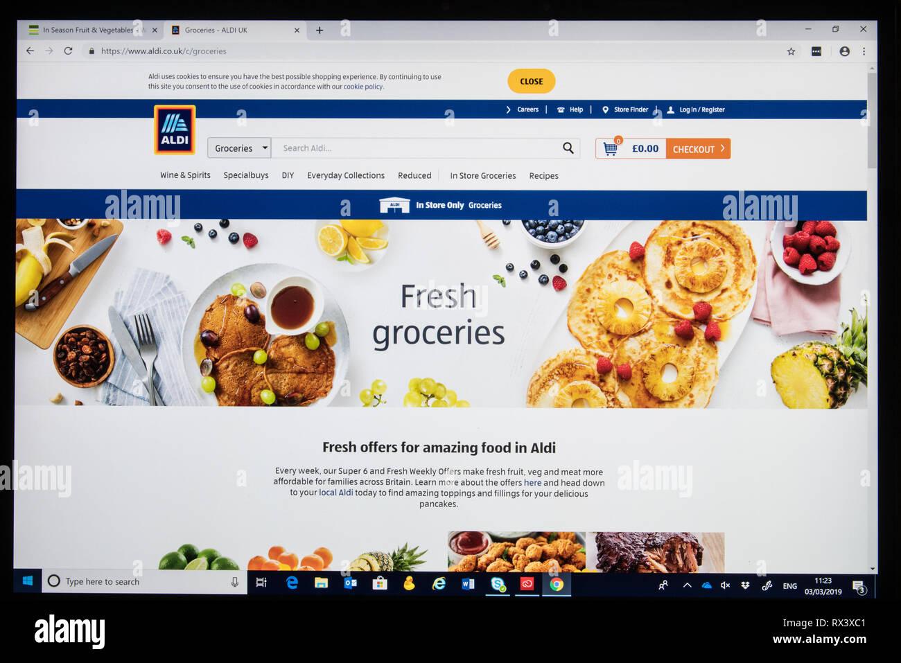 Aldi online shop capture d'écran montrant la page Frais d'Épicerie Photo Stock