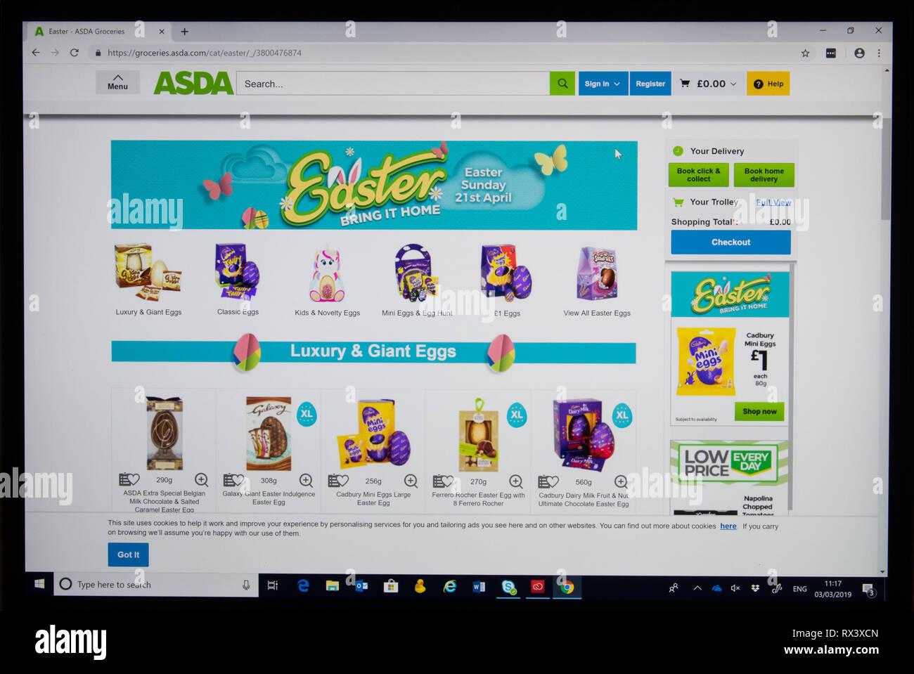 L'Asda boutique en ligne capture d'écran montrant les oeufs de pâques Photo Stock