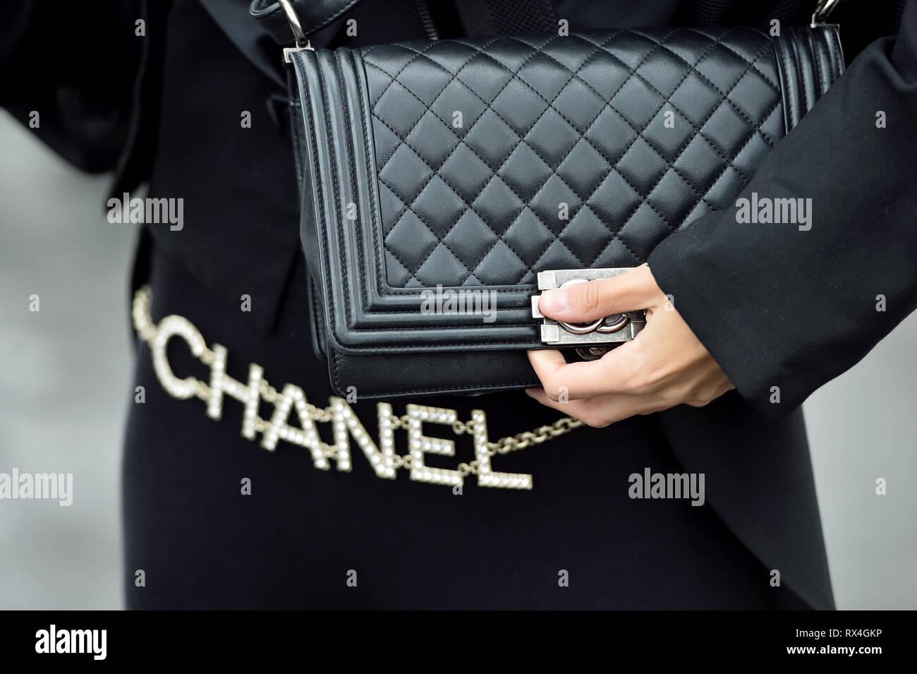 ebcc163a0c1 Ceinture Chanel sac Chanel et l extérieur - Le Grand-Palais - Paris - France