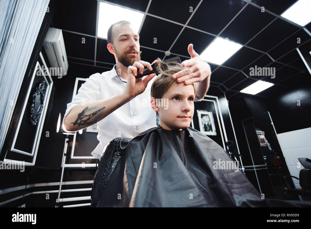 Coupe de cheveux pour les garçons à saint-pétersbourg