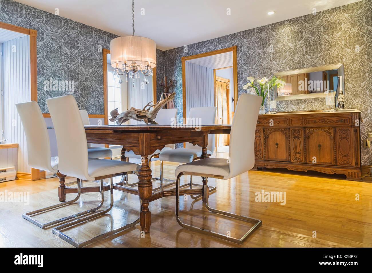 Chêne antique table en bois blanc avec cuir et chrome en ...