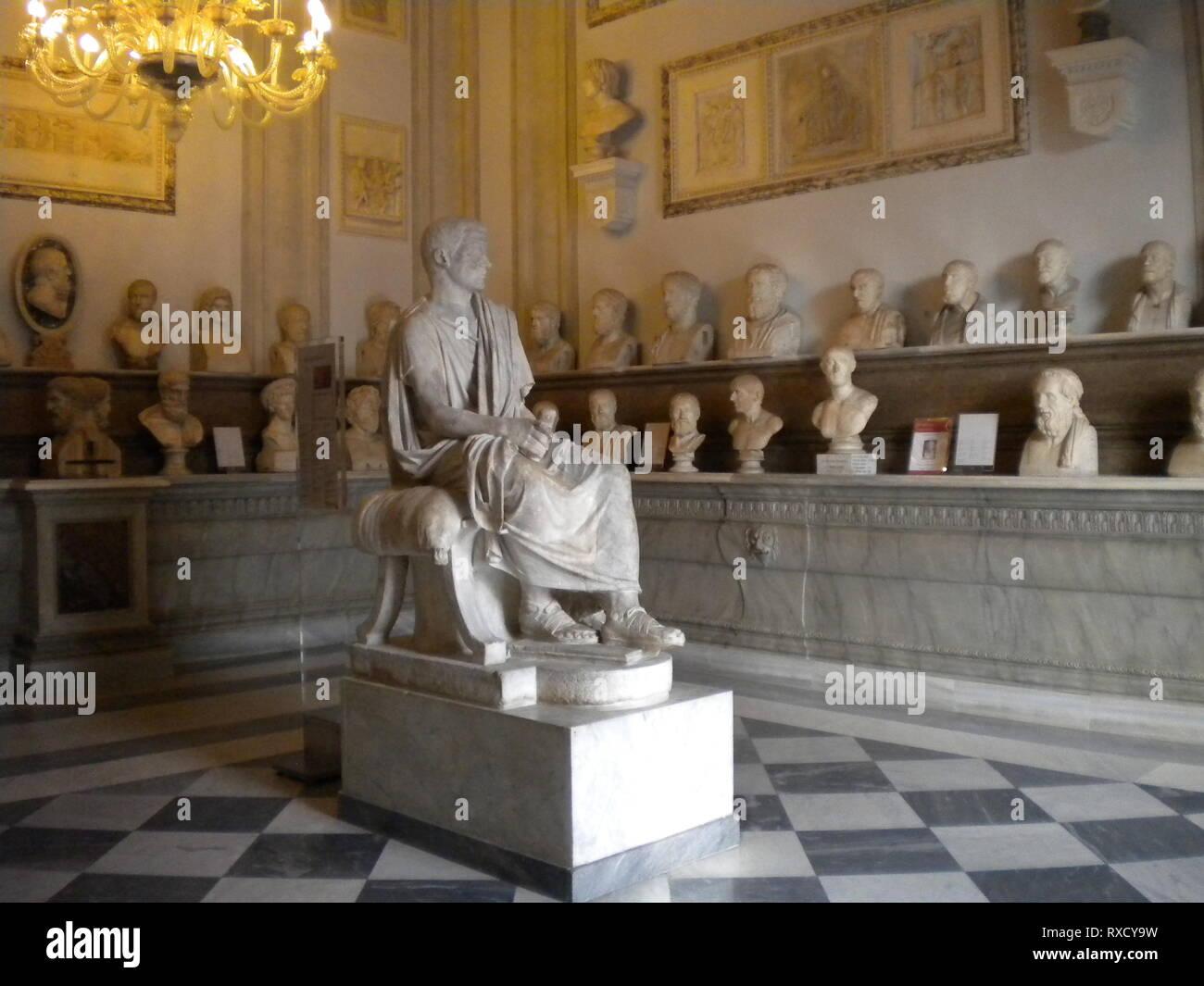 Salle des philosophes, Palazzo Nuovo, Musées Capitoline, Rome, Italie Banque D'Images