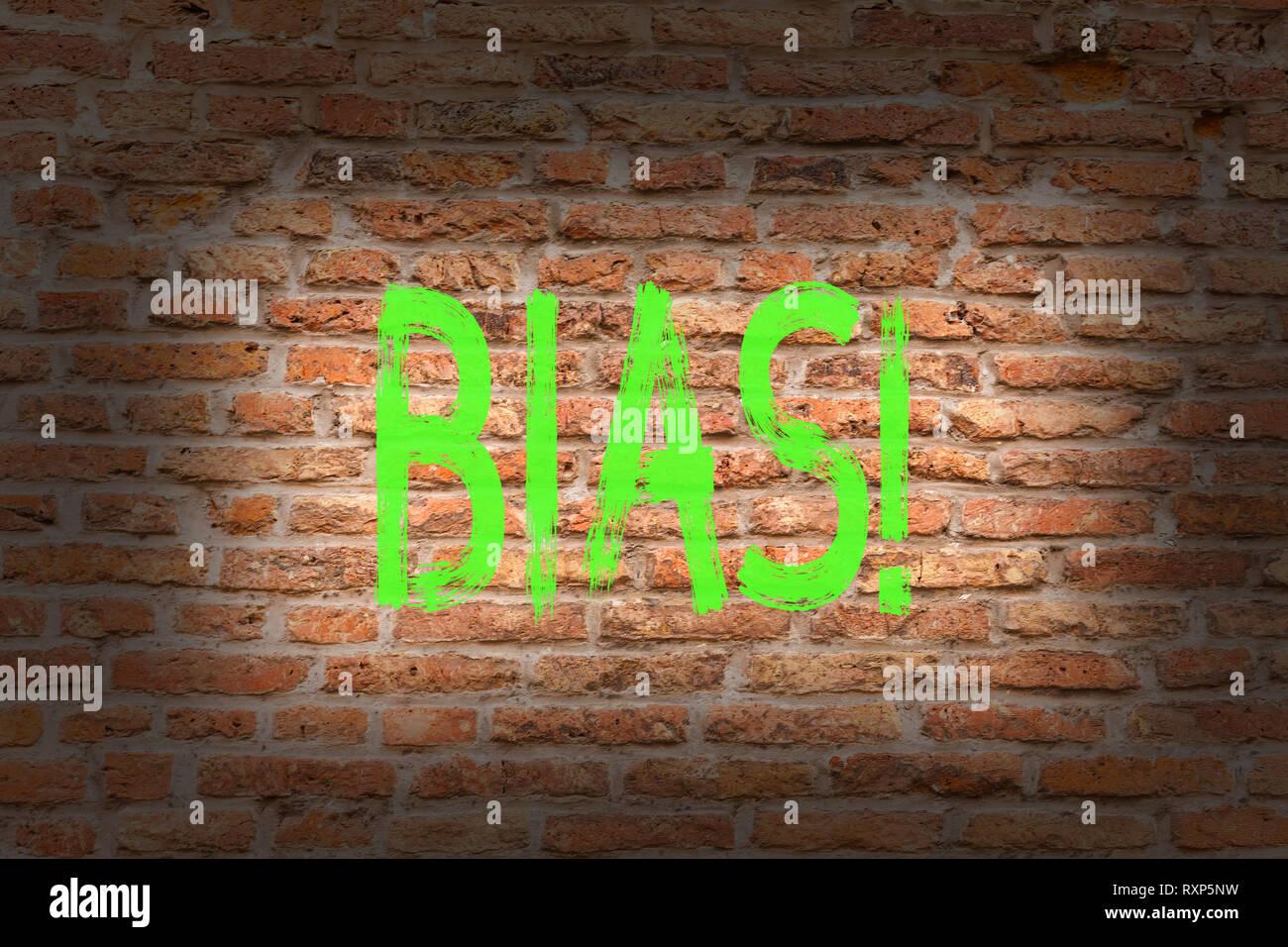 L'écriture de texte Word parti pris. Photo d'affaires mettant en valeur subjective caractère unilatéral de l'inégalité injuste préconception bigoterie brick wall art comme les graffitis motivat Photo Stock