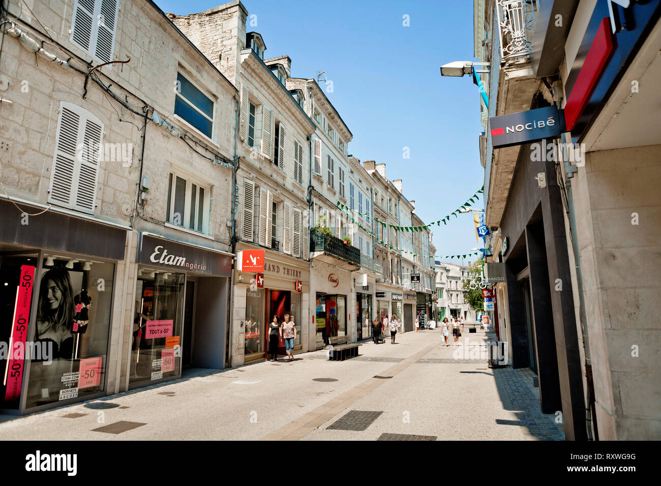 Un Jardin Sur Le Toit Nocibe niort town in france photos & niort town in france images