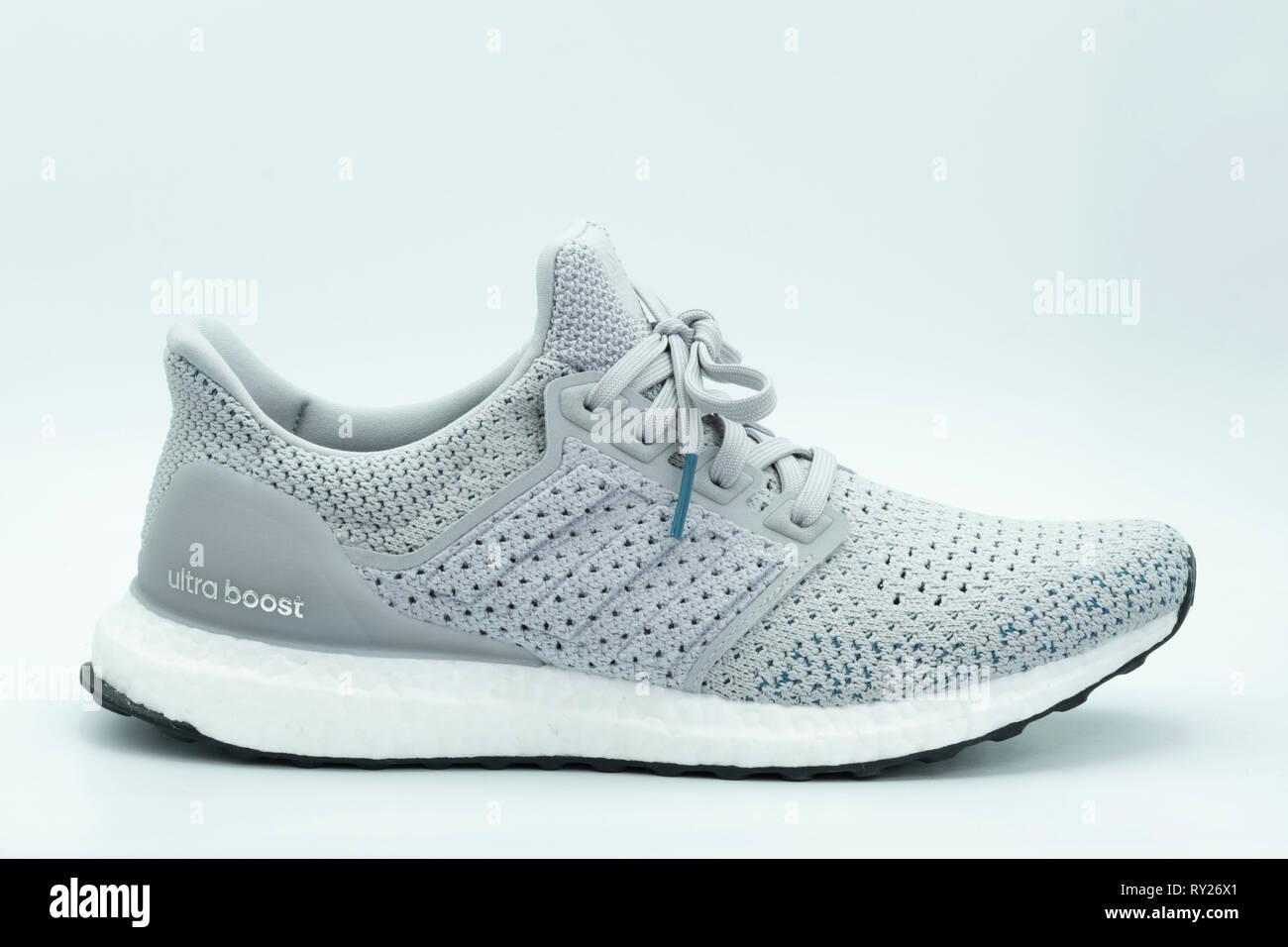 Vue Adidas Course Gris Chaussure Clima Ultraboost D'un Latérale De n0w8POk