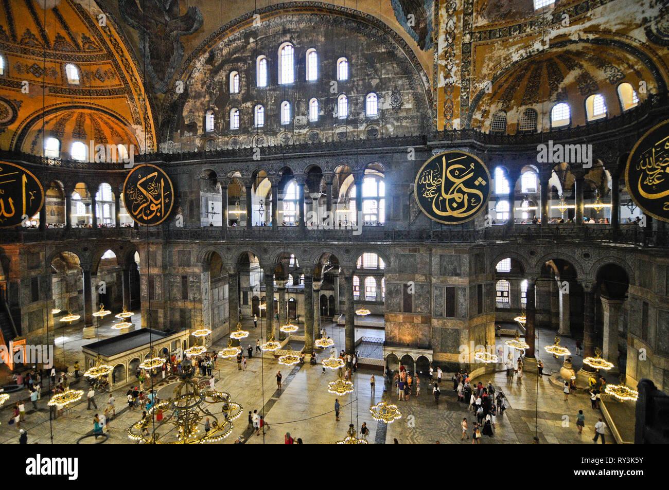 La basilique Sainte-Sophie, de l'intérieur. Istanbul, Turquie ...