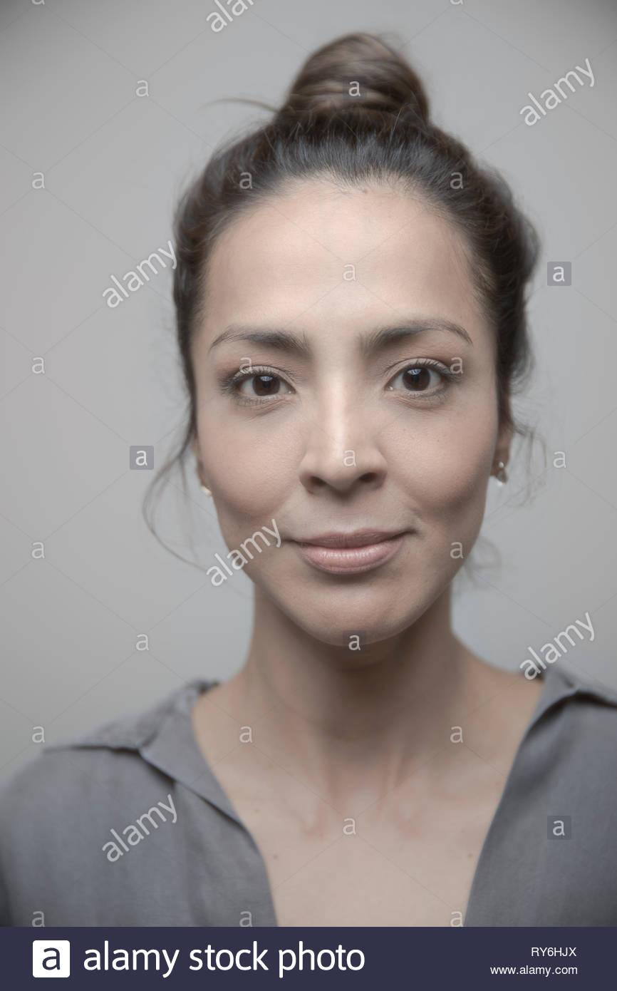 Belle Latina portrait femme avec les yeux bruns Photo Stock