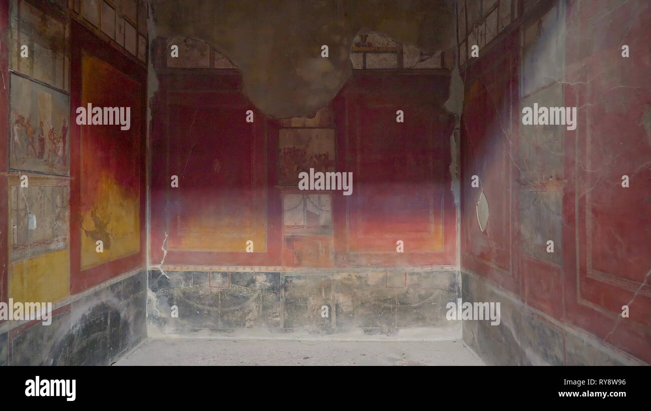 Un Mur Poussiéreux Avec De La Peinture Rouge à Pompéi L