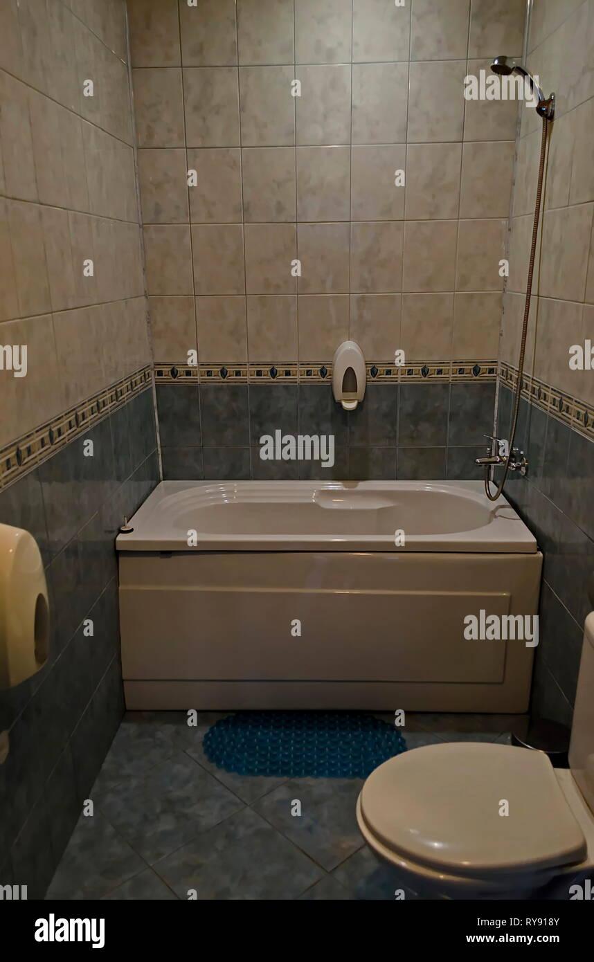 Salle De Bain Avec Baignoire nouvelle petite salle de bains avec baignoire et carrelage