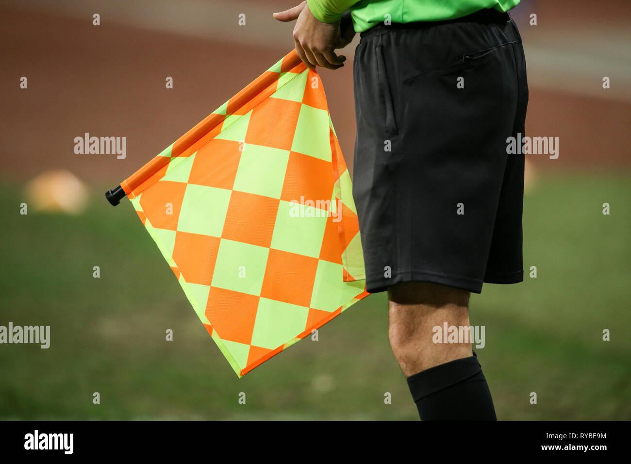 Détails d'un juge arbitre pendant un match de football Photo Stock