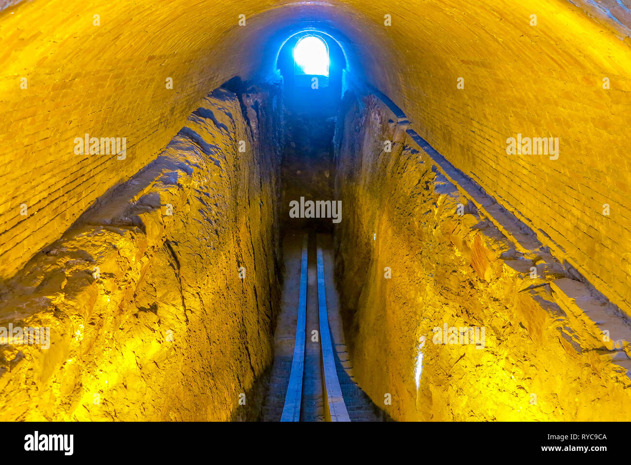 Observatoire Ulugh Beg Samarcande tranchée avec partie inférieure de l'Arc Méridien Photo Stock