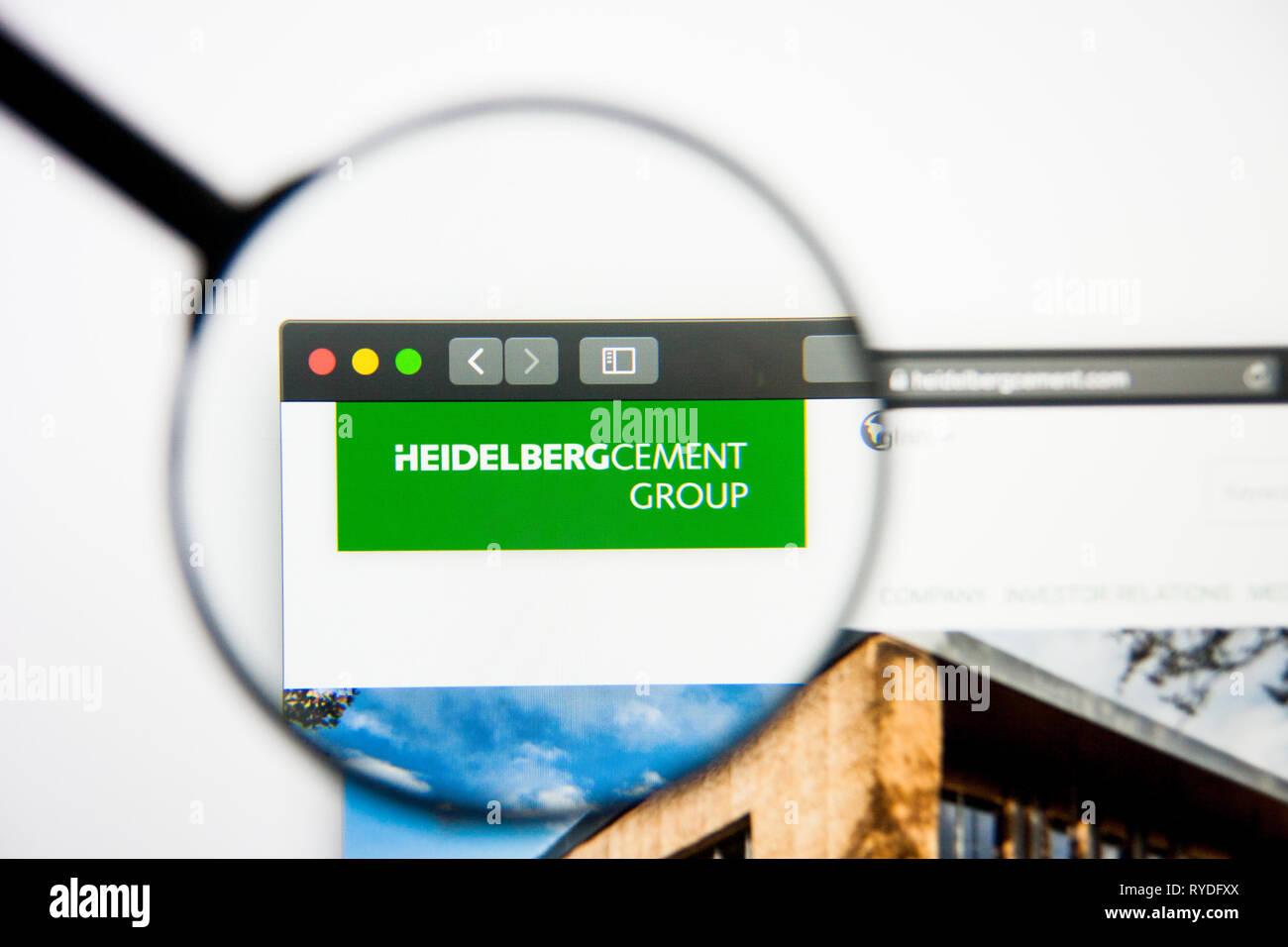 Los Angeles, Californie, USA - 5 mars 2019: HeidelbergCement accueil du site. Logo HeidelbergCement visible sur l'écran d'affichage, d'illustration Photo Stock