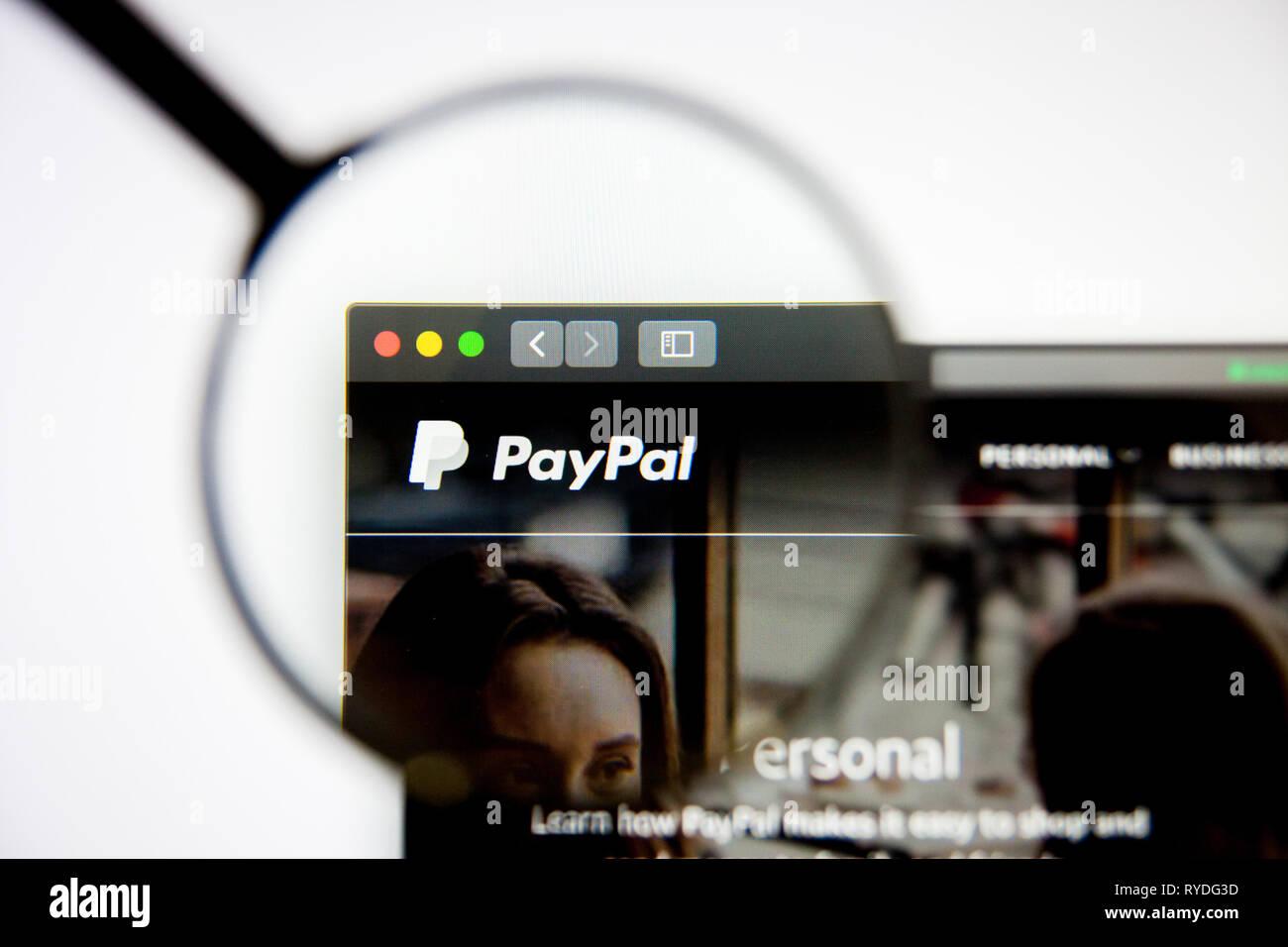 Los Angeles, Californie, USA - 5 mars 2019: Page d'accueil du site PayPal. Logo PayPal visible sur l'écran d'affichage, de rédaction d'illustration Photo Stock