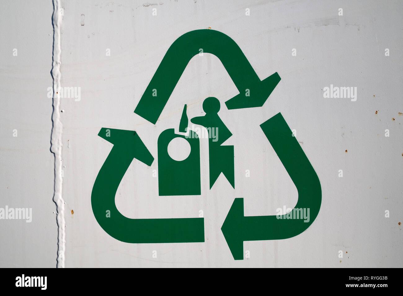 Symbole de recyclage du verre avec boucle mobius Photo Stock