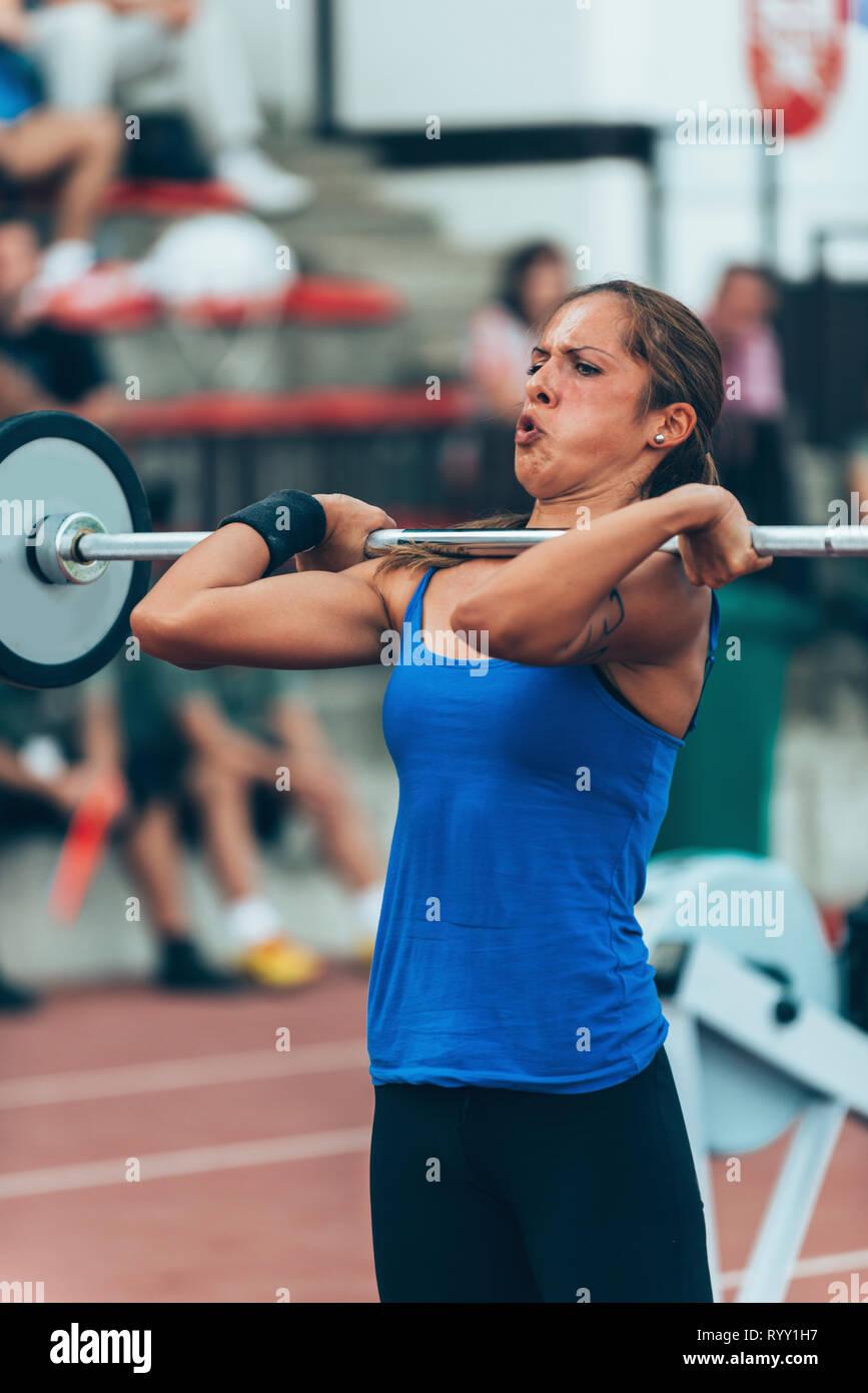 Compétition d'haltérophilie. Photo Stock